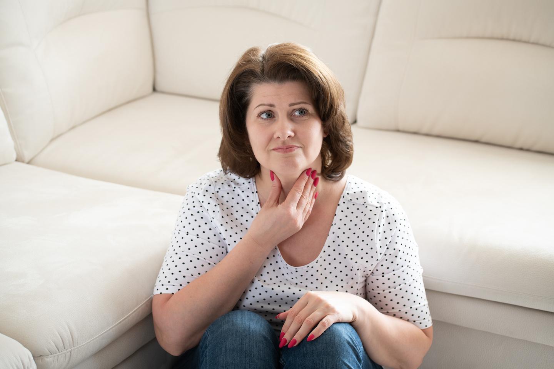 donna-con-problemi-alla-tiroide